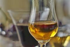 Fotografie Spirituosen & Weine: Stimmungsvolles Stilllife für Weinhandel mit Grappa und Wein