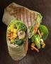 Wrap Fotografie für Imbisskette: Gemüse Wrap auf Holzuntergrund
