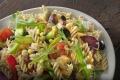 Salat Fotografie: Nudelsalat vor Ort fotografiert für eine Imbisskette