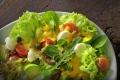 Salat Fotografie: Salat mit Ei und Avocado vor Ort fotografiert für eine Imbisskette