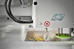 Computergestütztes Schneiden von Großformat-Digitaldrucken auf dem Millimeter von fast jeder Form