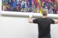 Zur Begutachtung durch den Künstler, werden die Fotodrucke unter genormter Tageslichtbeleuchtung präsentiert
