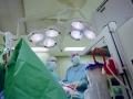 Reportage-und-Dokumentationsfotografie-Aerzte-im-OP-bei-Operation_HD