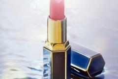 Kosmetika Fotografie Lippenstift in Meeresszenerie