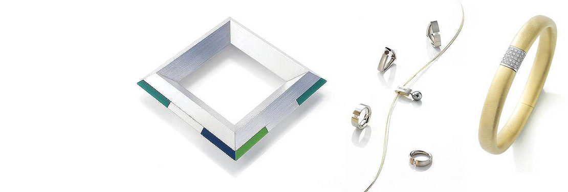 Slidermotiv Handwerkskunst - verschiedene moderne und klassische Schmuckstücke auf weiß glänzendem Untergrund